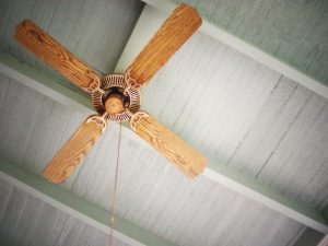 ceiling-fan-on-grey-ceiling